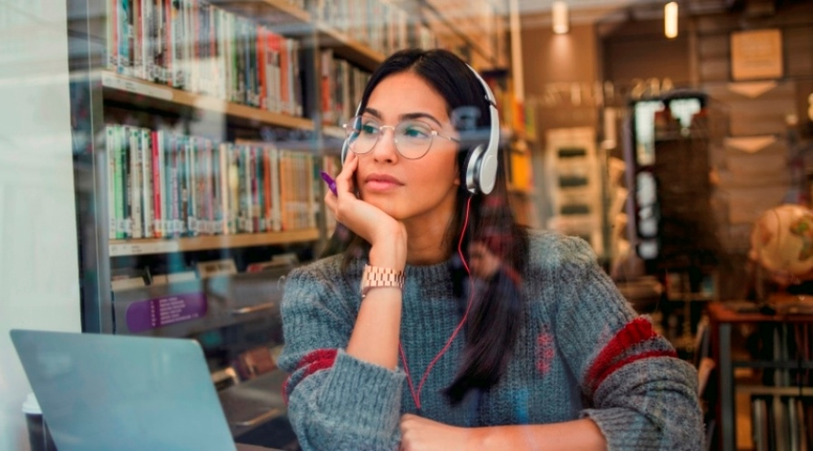 Benefits of listening to podcasts while working